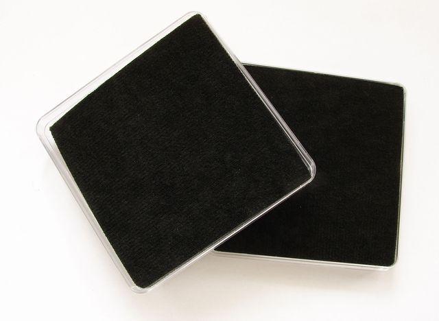 Čirá plastová krabička na šperky 8 cm, černá výplň