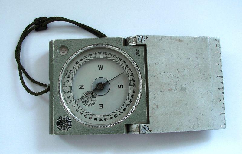 Klasický geologický kompas Freiberg 400