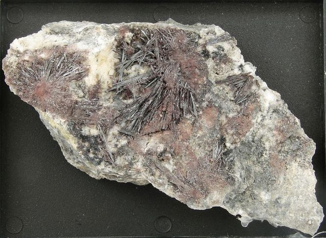 Minerál Kermezit - Pezinok, Slovensko (1)