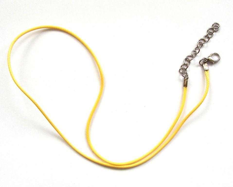 Splétaná šňůrka s karabinkou a řetízkem - žlutá