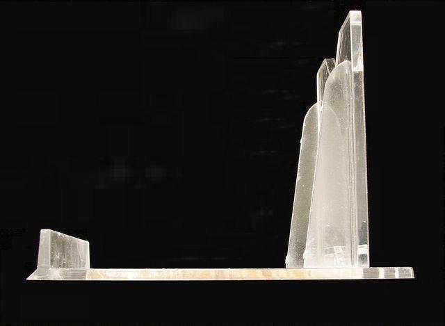 Čirý velký plastový stojánek s opěrkou 1ks