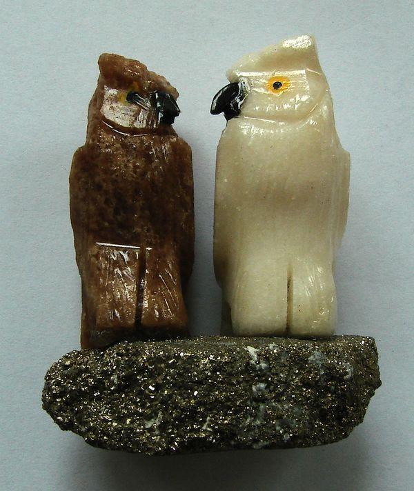 Sovy z mramoru - pár na pyritové destičce (4)