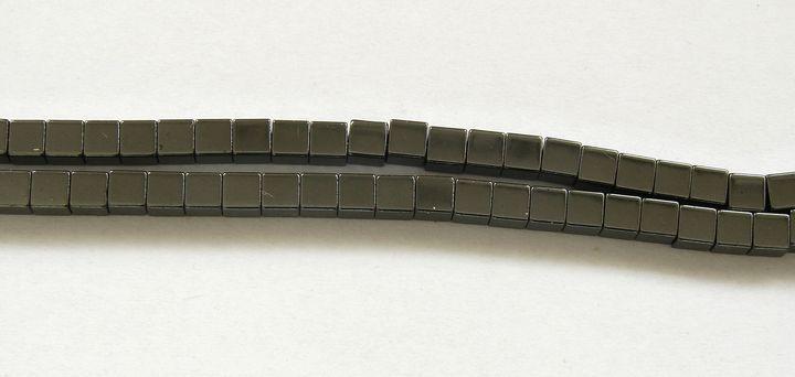 HEMATIT - kostičky 3 mm (1)