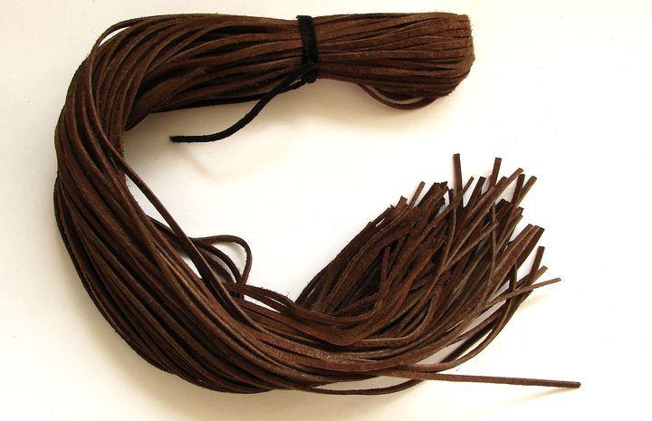 Kůže - rezavě hnědá, 55 až 60 cm