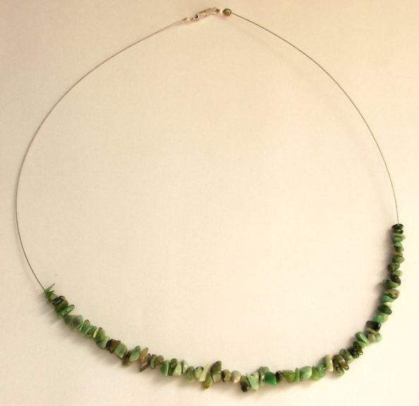 Náhrdelník ze sekaného nefritu (2)