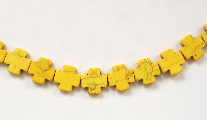 HOWLIT - korálek kříž žlutý (1)