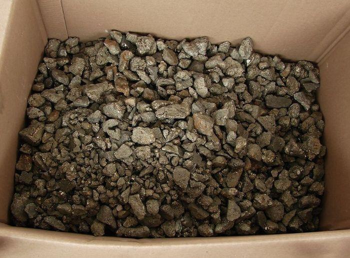 Nerost Pyrit - úlomky, Huanzala, Peru (24)